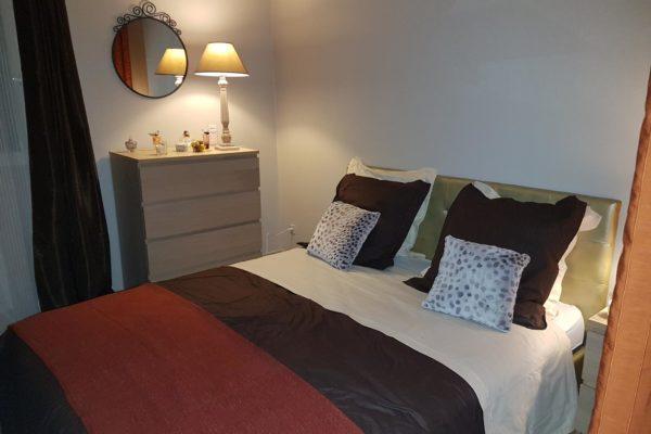 Votre chambre à coucher fait grise mine, et sa décoration ne vous convient plus ? Pour relooker votre coin nuit avec style, mettez-y de la couleur, changez le ...
